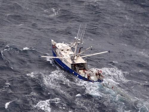 F/V Golden Nugget aerial photo (credit: U.S. Coast Guard)