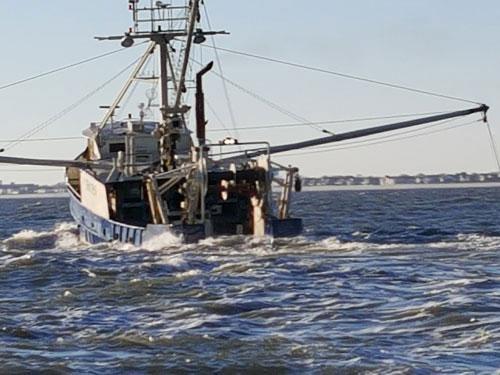 F/V Golden Nugget makes port (credit: U.S. Coast Guard)