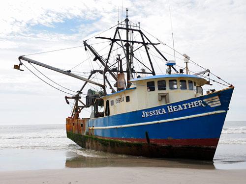 F/V Jessica Heather aground (credit U.S. Coast Guard)