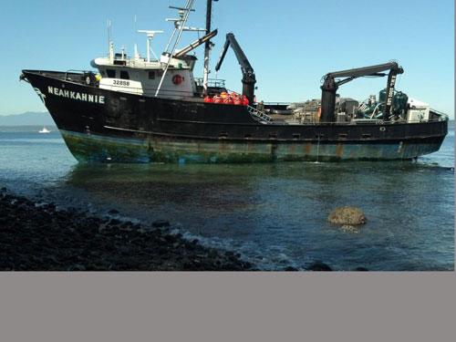 F/V Neahkahnie aground (credit U.S. Coast Guard)